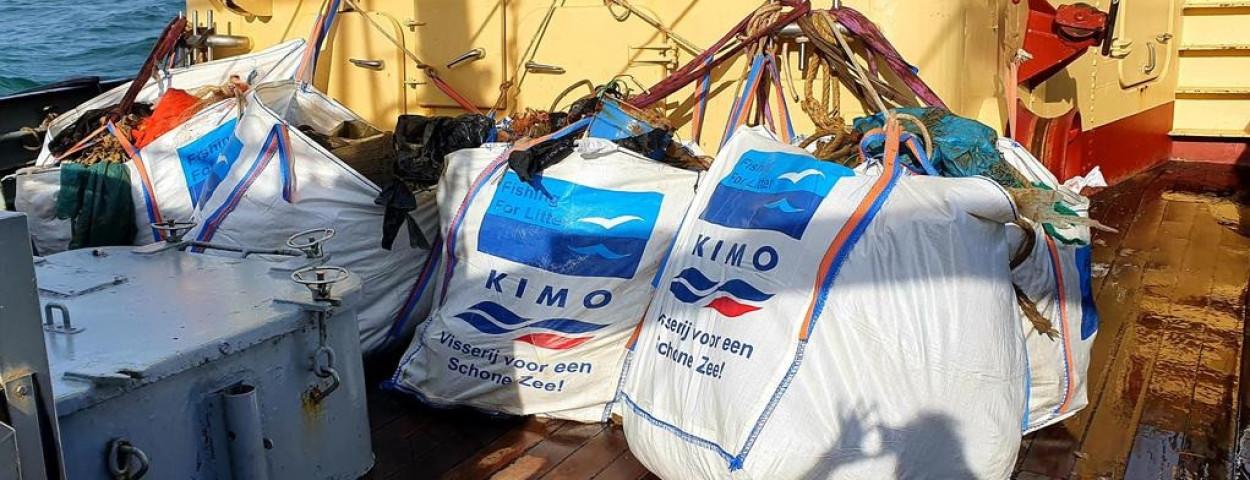 zwerfvuil-afval-zee-visserij-bigbag-fishingforlitter-TwitterSanderzk