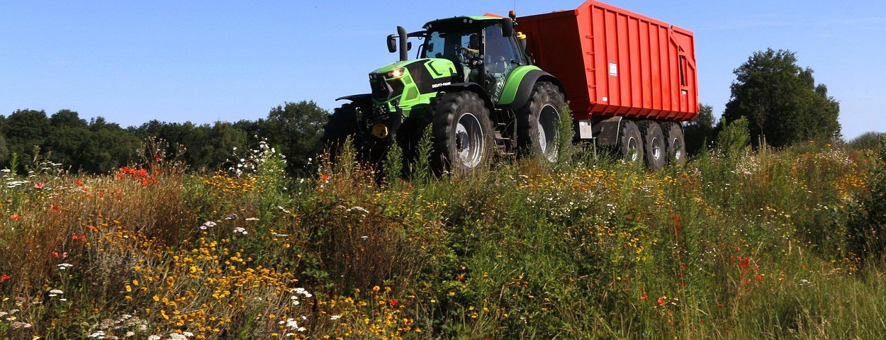 bermbeheer-tractor-bloemenrand-1280