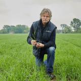 CG_Landbouw event biotarwe-Guy Depraetere op tarweveld_klein