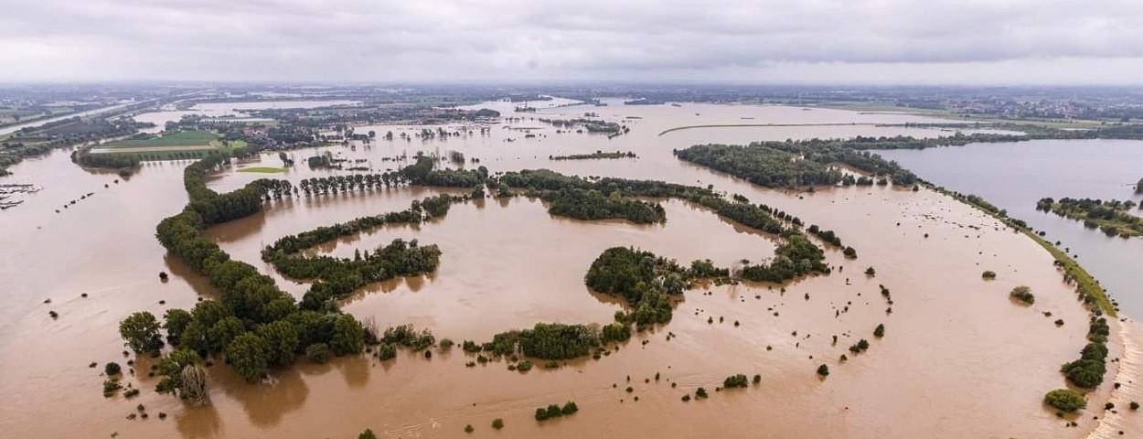 wateroverlast-overstroming-schade-juli2021-twitterWaterlandschapLimburg-WLomgeving-1250